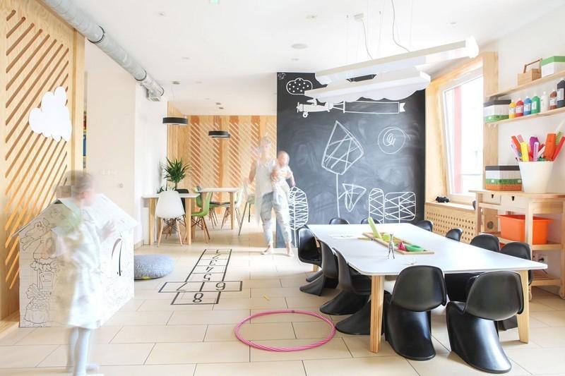 modern-family-cafe-10