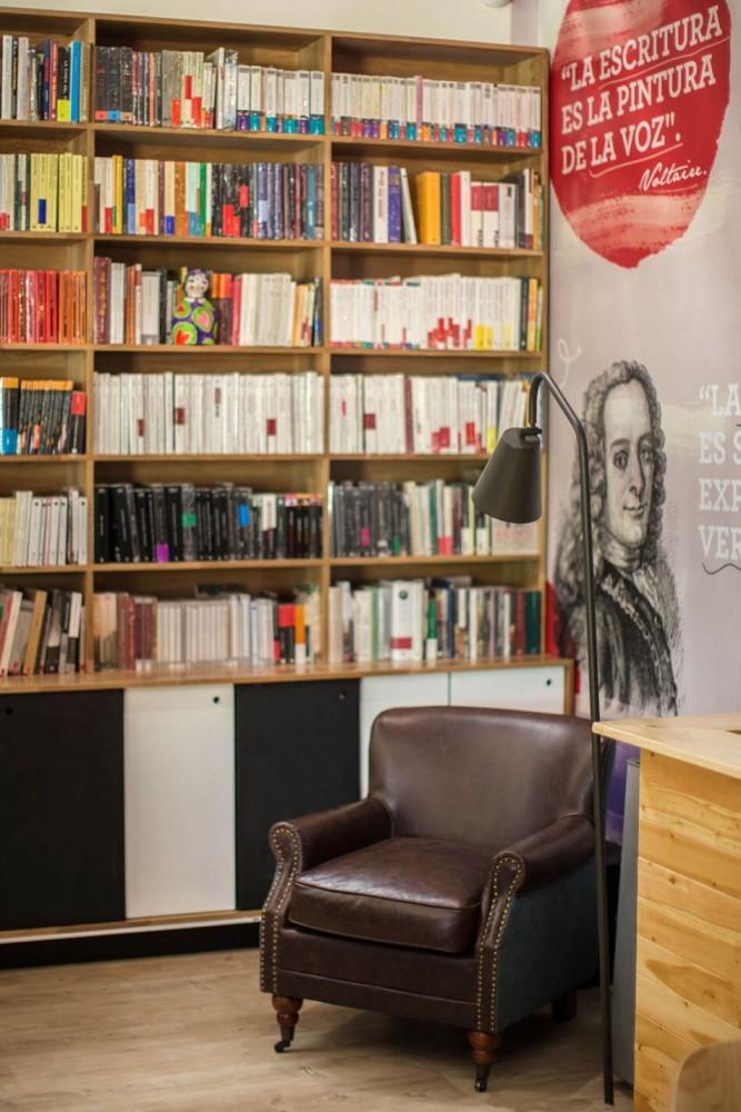 9-¾-Bookstore-and-Café-by-Plasma-Nodo-10