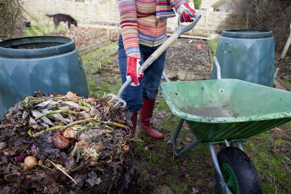 Composting-GettyImages-182490260-5a2f4f5b9e94270037a5aed0