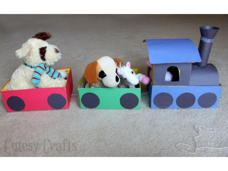 17_shoebox-train-749x562
