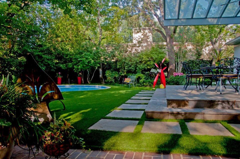 Colorful-Private-Garden-Retreat-3.jpg