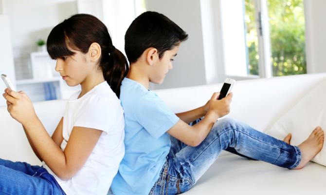 6 ore petrec online, zilnic, în weekend, jumătate din copiii din România