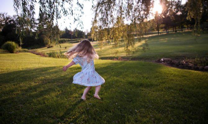 Motivele pentru care copiii sunt plictisiți, mereu agitați și nu știu să-și facă prieteni
