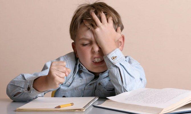 Ajută-ți copilul la teme, nu le face în locul lui!