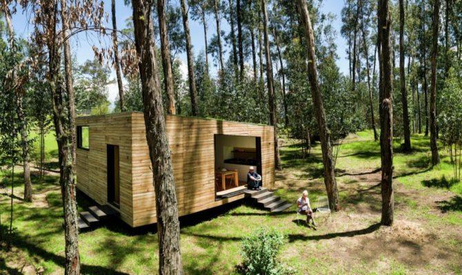O casă energetică, prototip, de 50 mp, construită în pădure