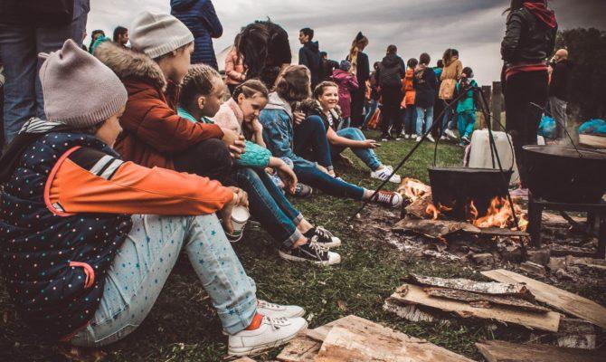 8 beneficii ale taberelor de vară. Unde am decis să o trimitem pe Ema în tabără