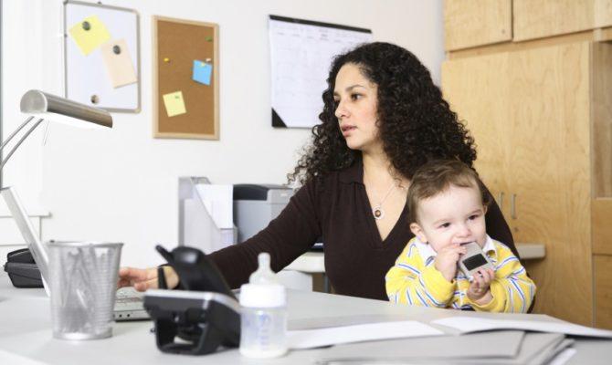 Mamele cu joburi full time cresc fete de succes
