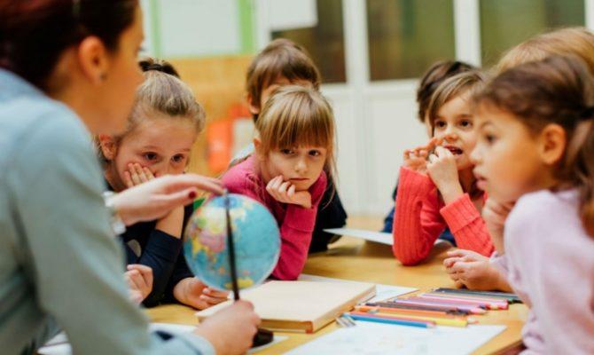 Implicarea copiilor în activitățile școlare prezice succesul în viață