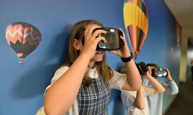 Sunt ochelarii virtuali periculoși pentru copii?
