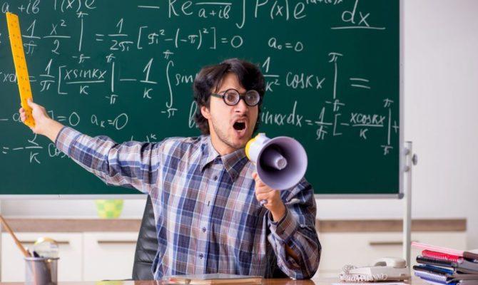 Școlile și profesorii trebuie să comunice cu părinții, nu să se-ascundă în cancelarie