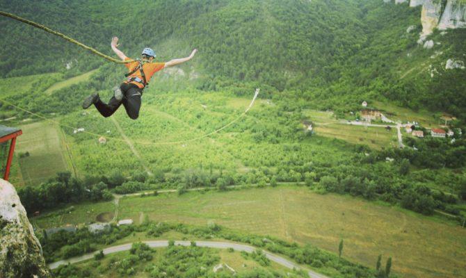 23 de parcuri de aventură și cățărări din România