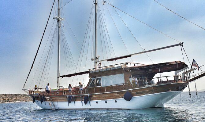 Vacanță în Grecia, cu barca . Turul Golfului Saronic, într-un yacht de tip charter