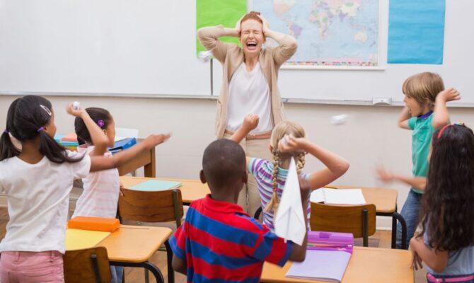 Profesori hărțuiți de părinți și copii