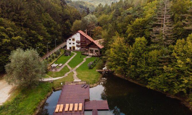 Pensiuni, cabane și cazări inedite în România