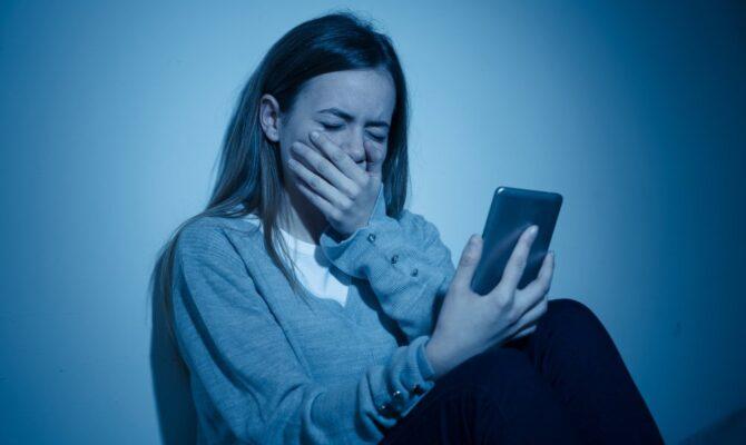 Țineți adolescenții departe de Instagram: o rețea toxică pentru ei