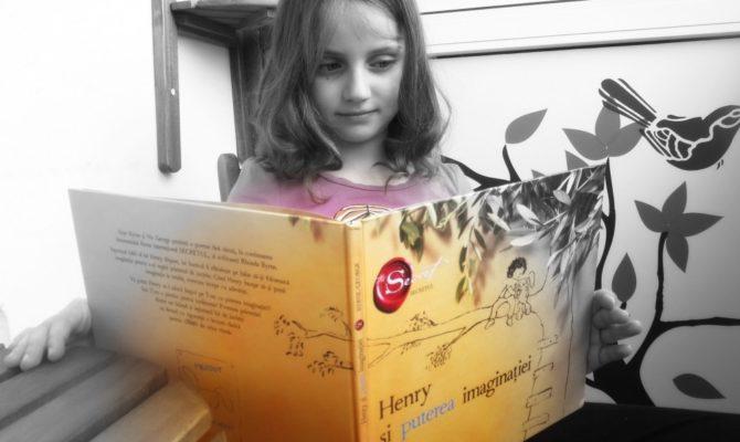 Carti cu lipici pentru copii. Ce carti mai citeste Ema la 8 ani.