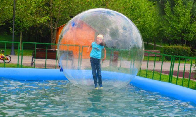 Balonul distractiv