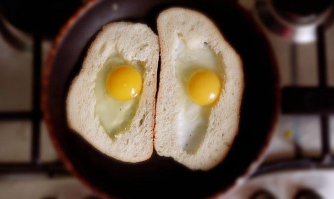 Mic dejun pe fuga. Un soi de oua rumenito-prajite