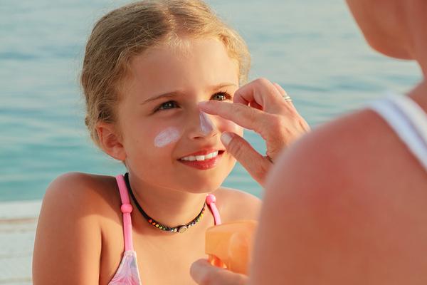 10 sfaturi pentru a ne proteja pielea la soare