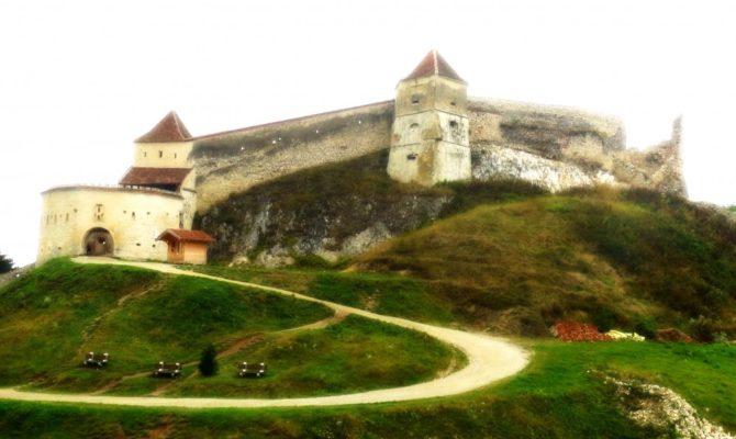 Calatori prin tara noastra: Cetatea Rasnov si Pestera Valea Cetatii