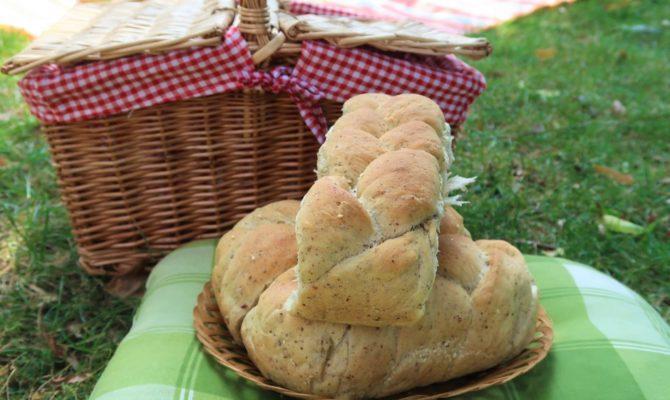Rețetele Icăi: Pâine de casă împletită, cu semințe