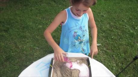 Experiment de vacanță: Vulcanul din cutia cu nisip
