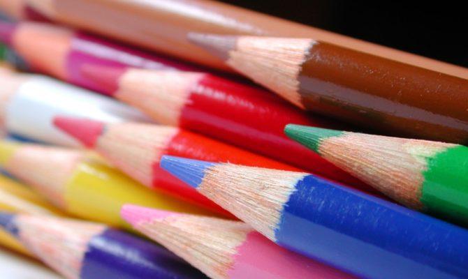 Cautam o scoala colorata si o invatatoare vesela