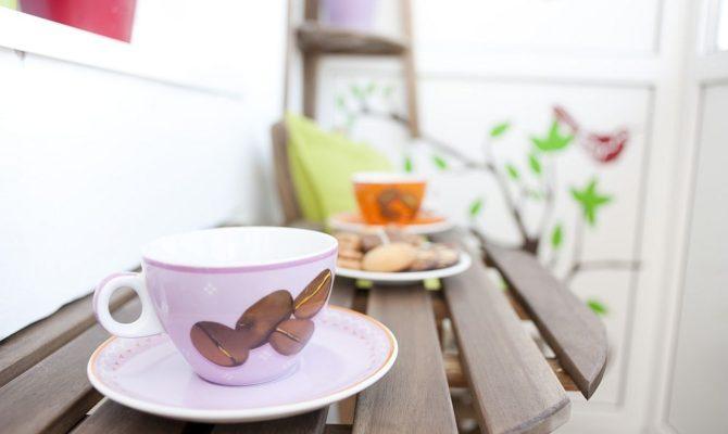 Va invit la o cafea la noi pe balcon. Promit sa va arat si alte balcoane prietenoase.