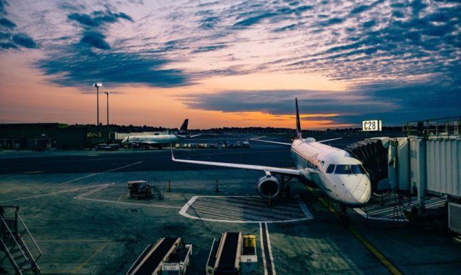 Ce faci dacă ți-a întarziat avionul mai mult de 3 ore sau dacă se anulează?