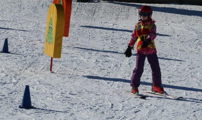 9 motive sa va duceti copiii la schi