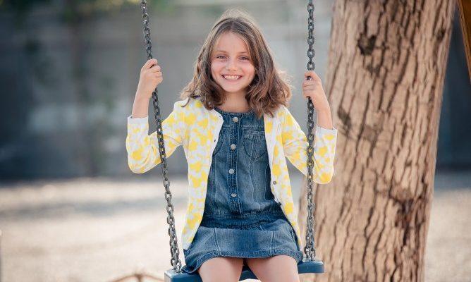 Pediatrii ar trebui să le prescrie copiilor joacă și timp liber!