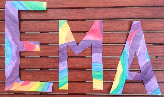Idei de activitati: Pictura cu numele in culori de curcubeu